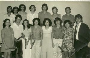 Aqui os formandos do colegial em 1973 com o Professor Salvador. A foto foi repassada por Mercedes Campos da Mata.