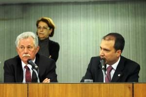 Secretário de Estado da Fazenda, José Afonso Bicalho, e deputado Arnaldo Silva, na Comissão de Fiscalização Financeira da ALMG