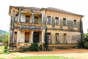 Casarão da década de 1930 precisa de restauro