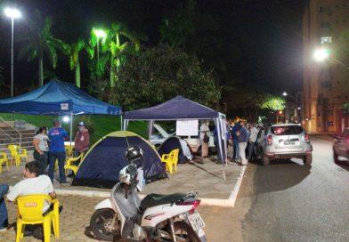 Donos de bares e restaurantes acampam na Prefeitura em busca de flexibilização para o segmento