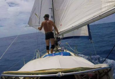 Sem voos, filho atravessa Atlântico de barco pra ver pai de 90