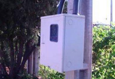 Ladrões furtam medidor e fiação elétrica de construção