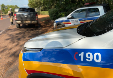 Homem em moto com chassi pinado tenta escapar de abordagem da Polícia Rodoviária na MG-255