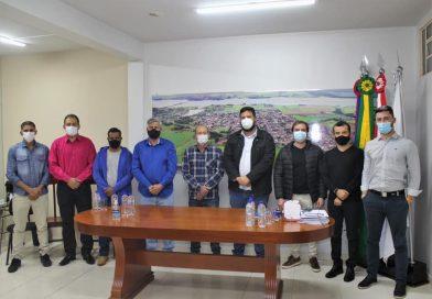 Planura: Prefeito Tuniquim Botelho recebe deputado estadual Raul Belém