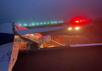 Avião de instrução cai com duas pessoas em Uberlândia